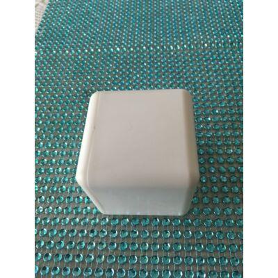 Kocka sokcélú felhasználásra ( matricázható, festhető)